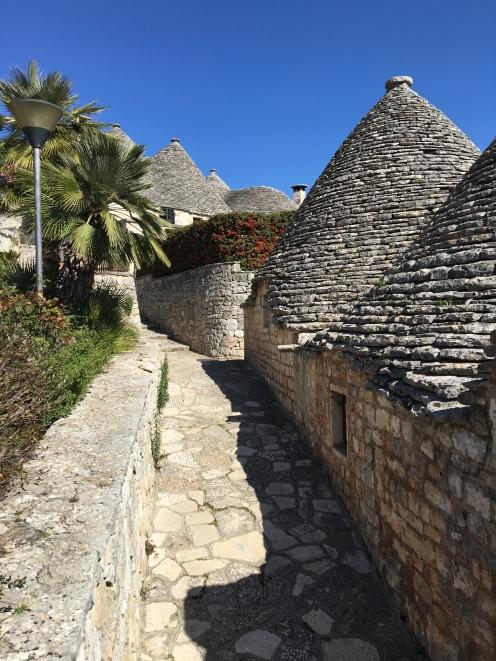 alberobello-back-street